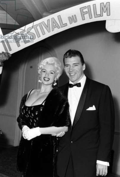 "Cannes Film Festival : Jayne Mansfield With her Husband Micke Hargitay For her Film ""Mon Oncle"" (My Uncle), May 12, 1958 (b/w photo)"