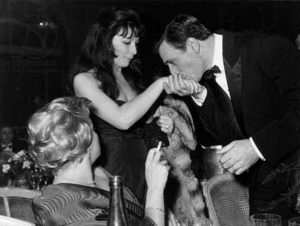 Cannes Film Festival : Yves Montand, Juliette Greco Et Simone Signoret (Returned) in 1959 (b/w photo)