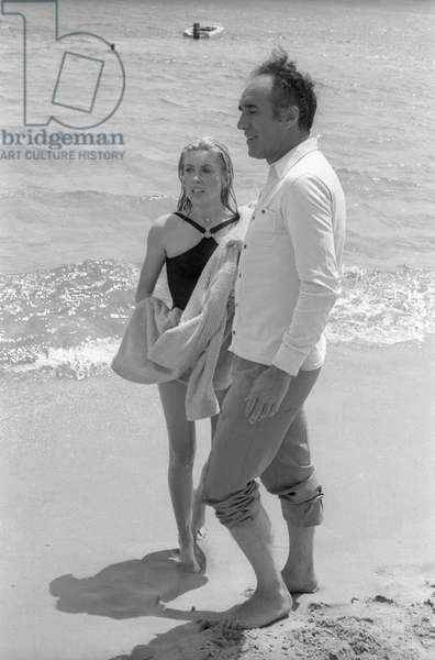 L'actrice française Catherine Deneuve et l'acteur français Michel Piccoli sur le tournage du film d'AlainCavalier «Heartbeat» à Saint Tropez le 21 juin 1968
