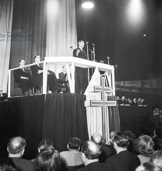Election campaign (General election) of French General Charles de Gaulle, meeting of the RPF at the Vel d'Hiv, Paris, June 8, 1951 : Charles de Gaulle making a speech (b/w photo)