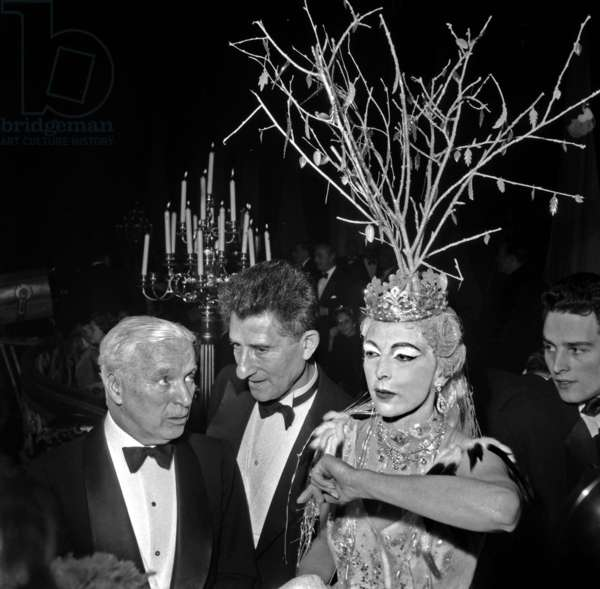 """Charlie Chaplin Coming To See More Near The Baroness De Cabrol's Set Who Embored """"Snow"""" In """"Winter Ball"""" At Ice Palace Or """"People of the World"""" Gave Their Gala For """"The Rising"""" Child Assistance Work Abandoned December 8, 1954 Neg: A310 (b/w photo)"""
