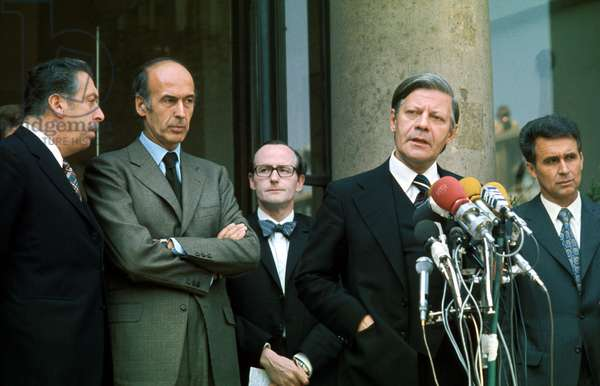 French President Valery Giscard D' Estaing and German Chancellor Helmut Schmidt at Elysee Palace in Paris in May 1974 (photo)