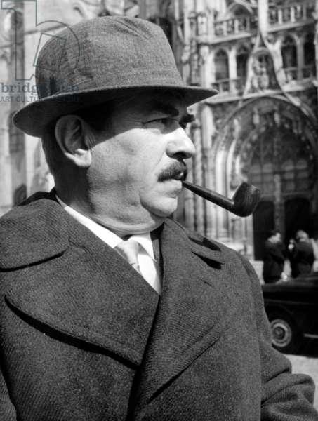 Gino Cervi sur le tournage du film «Commissaire Maigret» (version italienne), à Senlis 8 avril 1968 (b/w photo)