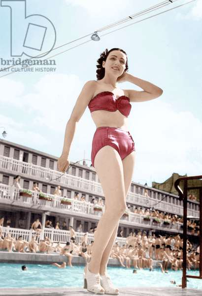 Modèle portant maillot de bain 12 juin 1949, « Piscine Molitor », Paris (photo)