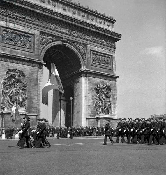 8 May 1949 (b/w photo)