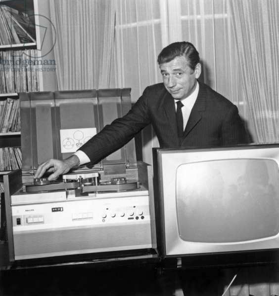French Actor Yves Montand Presenting A Magnetoscope (Philips) November 25, 1964 (b/w photo)