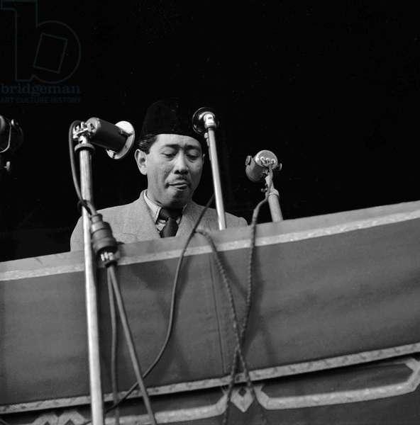 The World Congress of the Peace, Paris, April 24, 1949 : Sunan Hanzah (Indonesia) (b/w photo)