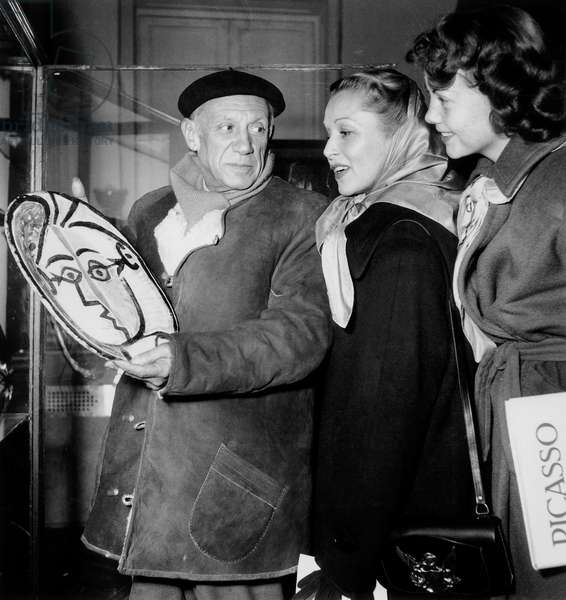 Pablo Picasso showing one of his works to American artists Julie Gibson and Janet Shaw during an exhibition, November 24th 1948 (b/w photo)