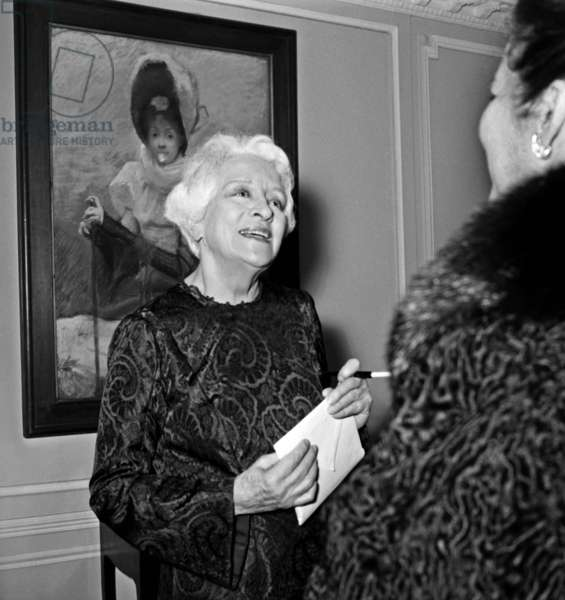 """French comedian Francoise Rosay at the Premiere of the play """"La famille ecarlate"""", 21 March 1967 (photo)"""