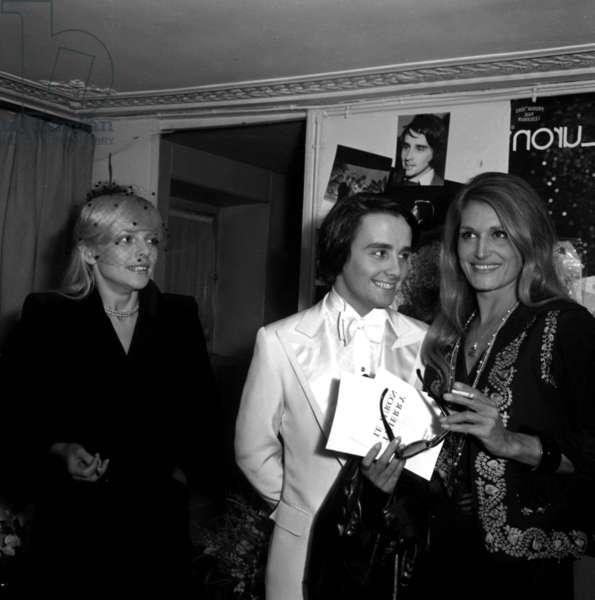 Dalida congratulating Thierry LeLuron after his show, Paris, 8 November 1973 (photo)