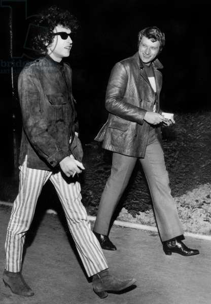 Bob Dylan and Johnny Hallyday coming from Johnny's place after a concert of Dylan at Olympia, Neuilly-sur-Seine, 23 May 1966. (photo)