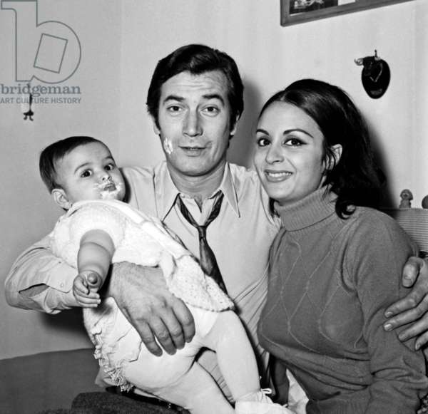 French Actor Gerard Barray with his wife Teresa and daughter Maria, 24 February 1967 (photo)