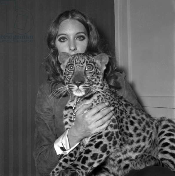 Model Antonia with her panther Tatch, 16 November 1967 (photo)