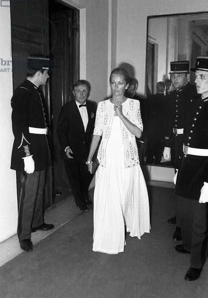 """Princess Paola of Belgium arriving at the Premiere of the ballet """"La Traviata"""" by Maurice Bejart, 13 September 1973 (photo)"""
