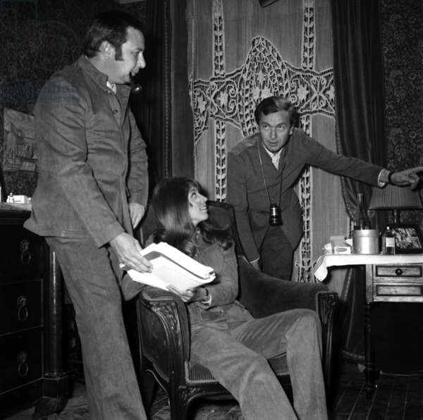 """Director Robert Enrico with Joanna Shimkus on the set of the film """"Tante Zita"""", 24 June 1967 (photo)"""