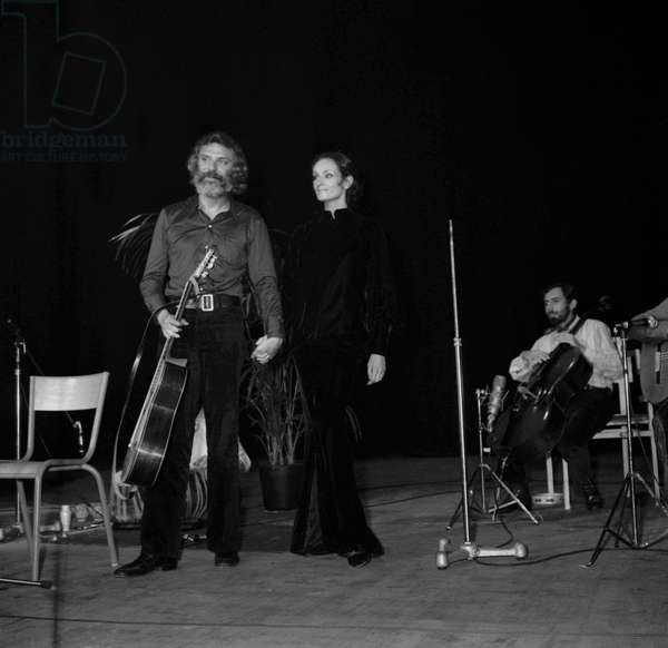 Georges Moustaki lors d'un concert avec Barbara (Monique Andree Serf) à Saint Ouen, le 15 octobre 1969 (photo)