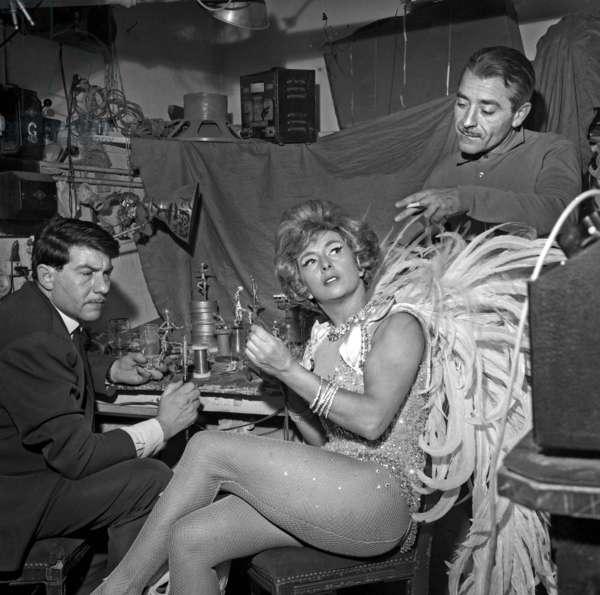 Workshop of sculptors making statuettes of Mick Micheyl (French dancer), Casino de Paris, 26 December 1964 (photo)