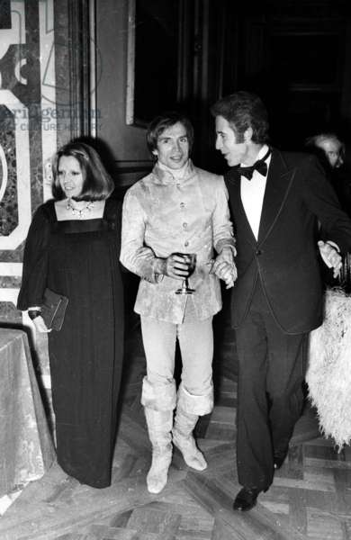 Rudolf Noureev and Jacques Chazot arriving at Versaille for the Gala for the maintenance of Versaille Castle, 28 November 1973 (photo)