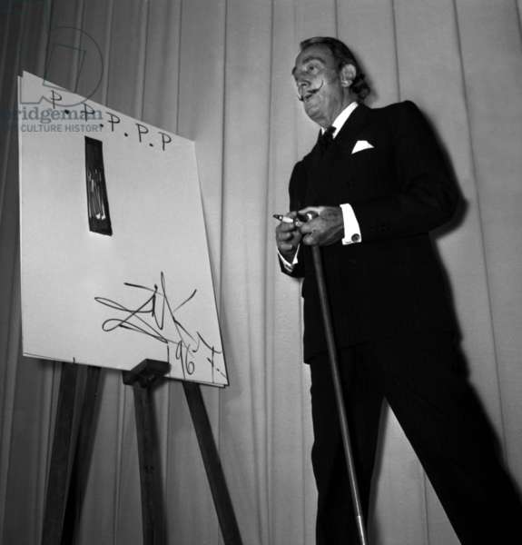 Salvador Dali at the 29th Ready to Wear Week, 6 September 1967 (photo)
