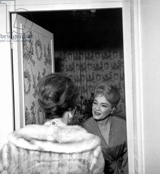 "Gina Lollobrigida congratulating Simone Signoret after the performance of the play ""Les Petits Renards"", Paris, 29 December 1962 (photo)"