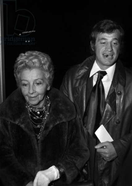Jean-Paul Belmondo with his mother Madeleine Raynaud-Richard, 1971 (photo)