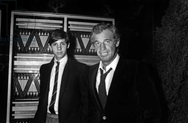 """Jean-Paul Belmondo with his son Paul Belmondo at the Premiere of the film """"Trois hommes a abattre"""", 31 October 1980 (photo)"""