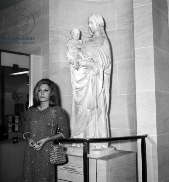 Singer Dalida in front of a replica of a statue of Virgin with Child at the tube  station Louvre-Rivoli, Paris, 29 October 1968 (photo)