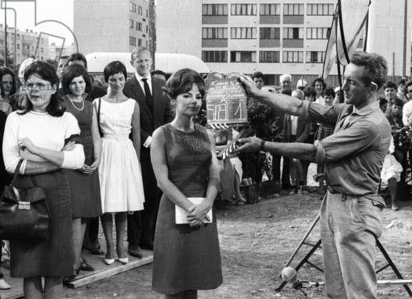 """Pascale Petit on the set of the film """"Comment epouser un Premier Ministre"""", 27 July 1964 (photo)"""