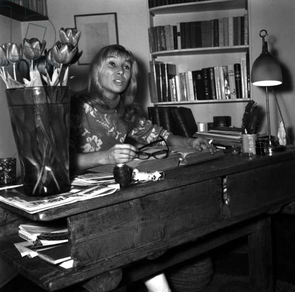 French actress Silvia Monfort at home, 11 March 1968 (photo)