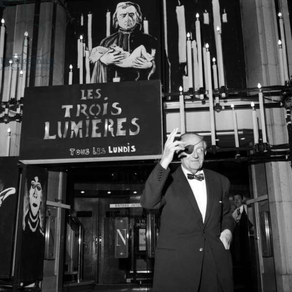 "Director Fritz Lang leaving a theater where his 1921 movie ""Destiny"" is shown, Paris, 4 october 1965 (photo)"