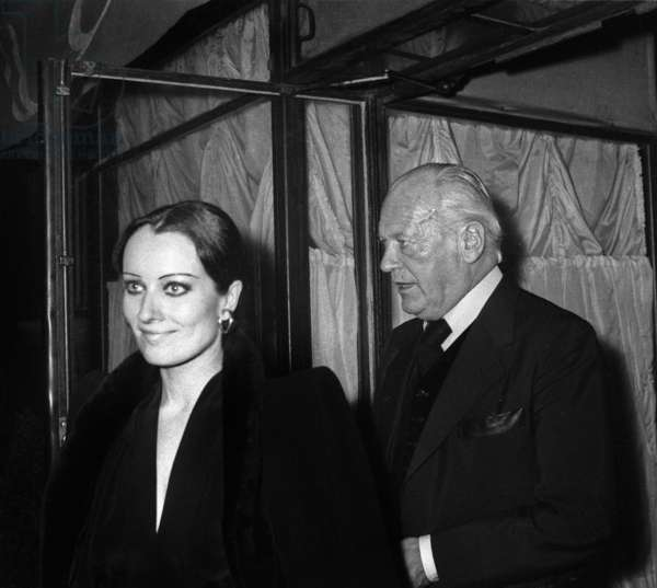 Curd Jurgens and Myriam Francis leaving Maxim's Restaurant in Paris, 21 May 1976 (photo)