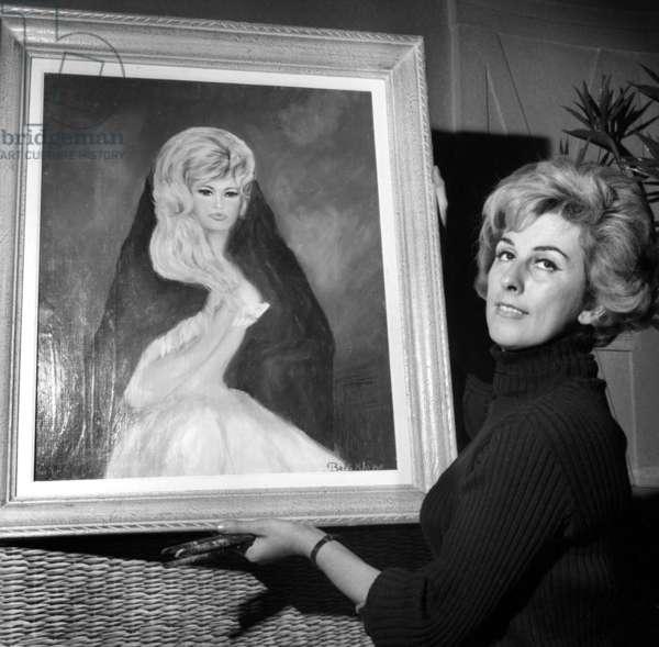 Painter Jacqueline Beltikhine with her portrait of Brigitte Bardot, 2 December 1964 (photo)