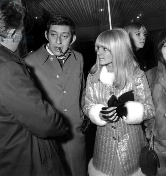 "Serge Gainsbourg and France Gall during the teception for the first projection of the film ""La grande sauterelle"", 10 January 1967 (photo)"