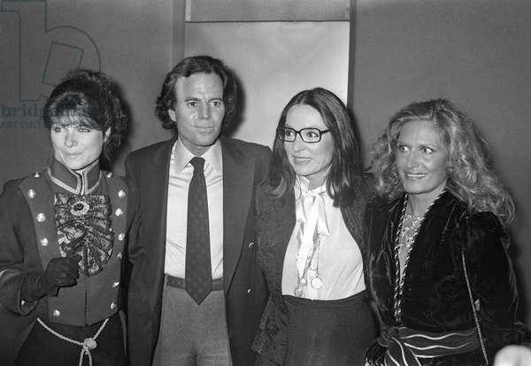 Karen Cheryl, Julio Iglesias, Nana Mouskouri and Dalida after the concert of Julio Iglesias at the Palais des Congres, Paris, 1983 (photo)