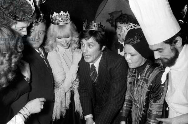 Mireille Darc and her husband Alain Delon with Twelfth Night Cake in a Mexican Restaurant, Paris, 6 January 1977 (photo)