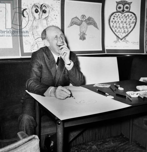 """French actor Bourvil drawing owl for """"Operation Chouettes"""" (Operation Owls), 6 January 1969 (photo)"""