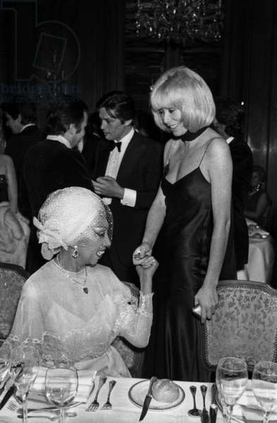 Mireille Darc congratulating Josephine Baker and Alaind Delon (background) at the Gala for the Career of Josephine, 9 April 1975 (photo)