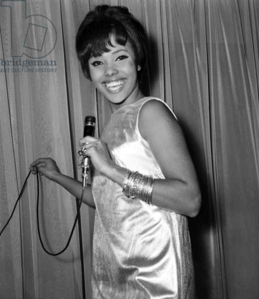 Brasilian Singer Eliana Pittman on stage, Paris, 22 March 1967 (photo)