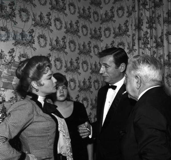 """Simone Signoret, her daughter Catherine Allegret, Yves Montand and Jacques Prevert during the rehearsal of the play """"Les petits renards"""", 28 Paris November 1962 (photo)"""
