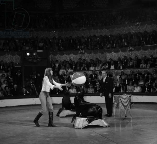 Jane Birkin at gala of artists, Paris, 28 April 1972 (photo)