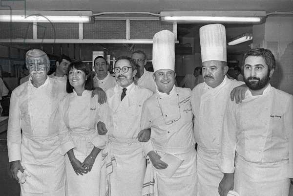 French cooks, 1985 : Roger Verge, Olympe Versini, Alain Senderens, Aime Fournillier, Jean Troisgros, Guy Savoy (b/w photo)