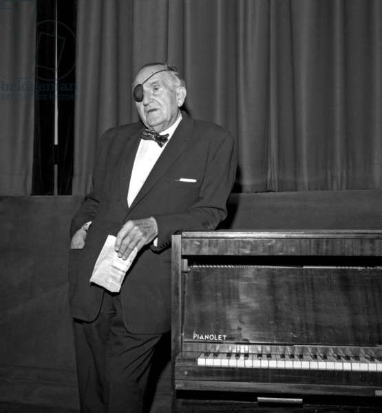 "Director Fritz Lang in a theater where his 1921 movie ""Destiny"" is shown, Paris, 4 october 1965 (photo)"