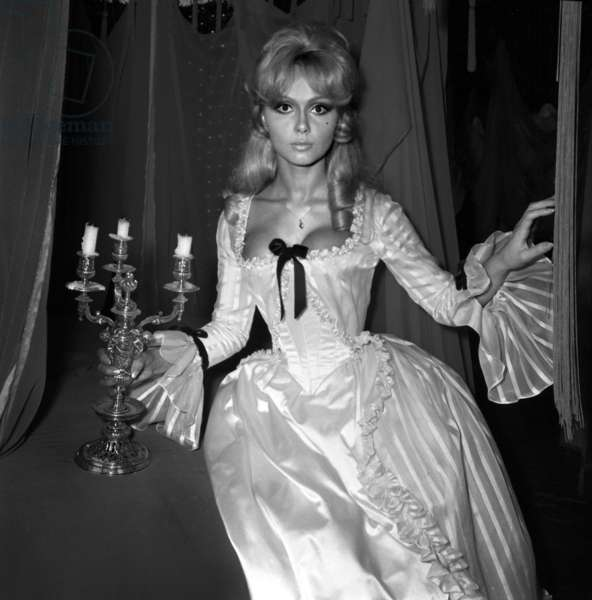 """Actress France Anglade on the set of the film """"Dear Caroline"""", 19 August 1967 (photo)"""