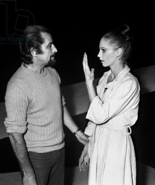 """French choreographer Maurice Bejart with dancer Suzanne Farrell during the rehearsal of the ballet """"Nijinsky clown de Dieu"""", Paris, 13 January 1972 (photo)"""