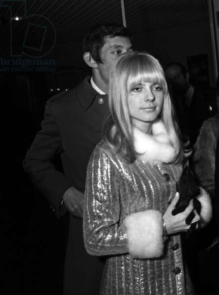 "France Gall and Serge Gainsbourg at the Premiere of the film ""Anna"" 10 January  1967 (photo)"