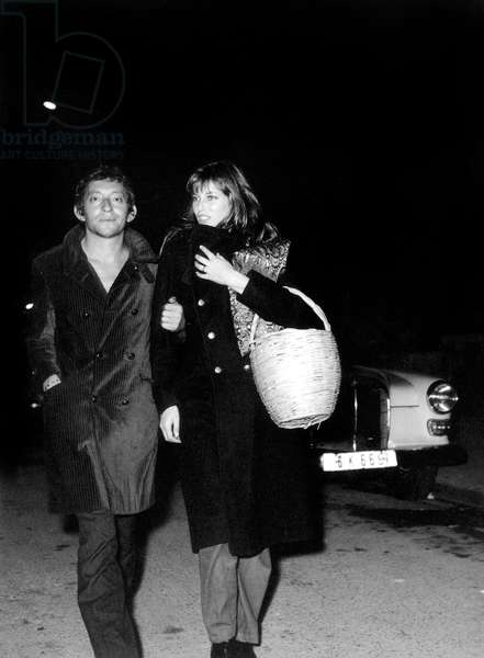 Serge Gainsbourg et Jane Birkin à l'ouverture de la boutique Jean Bouquin, 22 octobre 1969 (photo)
