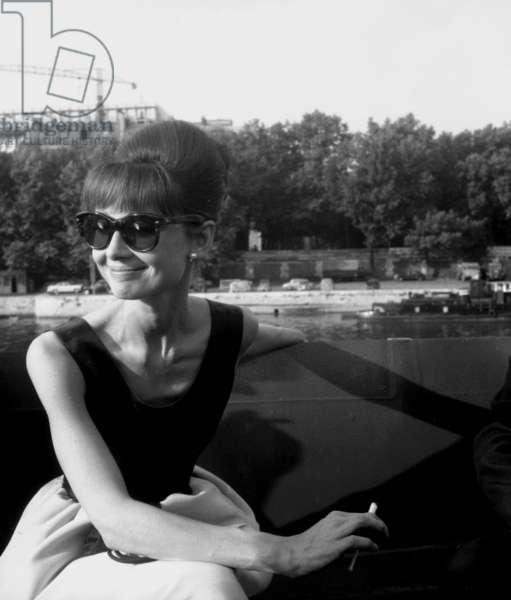 """Actress Audrey Hepburn on the set film Paris """"Paris When It Sizzles"""" 13 July 1962 (photo)"""