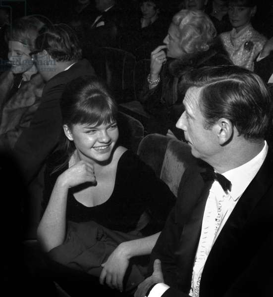 """Catherine Allegret and her stepfather Yves Montand at the rehearsal of the play """"Les petits renards"""" in Paris, 28 November 1962 (photo)"""