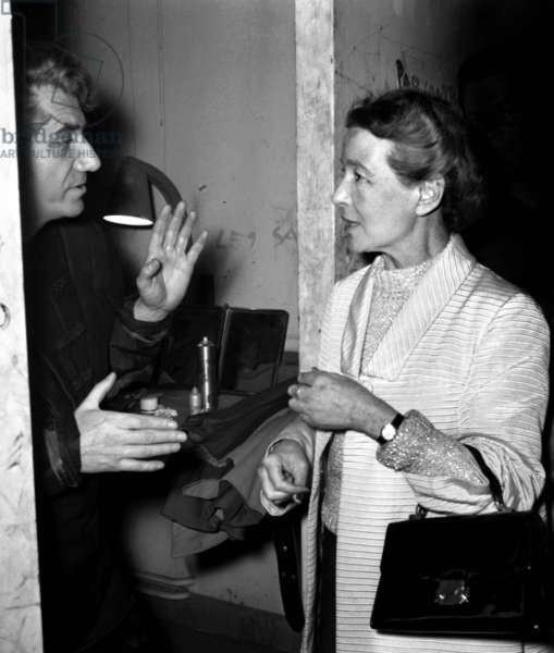 """French writer Simone de Beauvoir congratulating the actor Daniel Gelin after performance of the play """"Les Bouches inutiles"""", Paris, 16 June 1967 (photo)"""