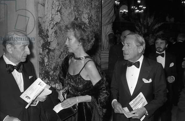 Helene Rochas and Stavros Niarchos arriving at gala of Pasteur and Weizman institutes, Paris Opera, May 7, 1982 (b/w photo)